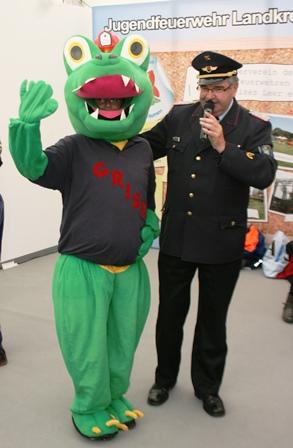 Grisu und  Kreisbrandmeister Theo de Freese